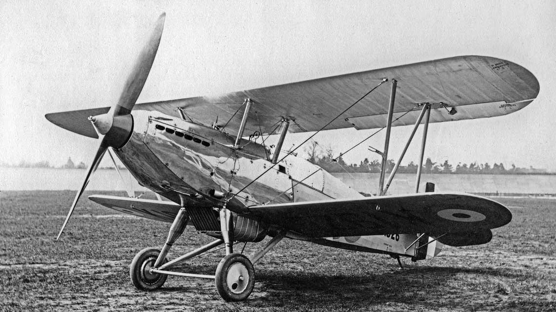 Samolot myśliwski Hawker Fury był pierwszym operacyjnym myśliwcem RAF, który był w stanie przekroczyć prędkość 200 mph (322 km/h) w locie poziomym.