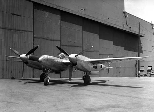 Lockheed XP-49 powstał jako następca P-38 Lightning. Napędzany był dwoma silnikami rzędowymi Continental XIV-1430 z turbosprężarkami General Electric B-33. Został oblatany w listopadzie 1942 r.