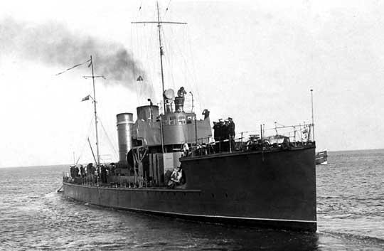 """ORP Mazur, eks-niemiecki V105, zbudowany w stoczni Stettiner Maschinenbau AG """"Vulcan"""" w Szczecinie."""