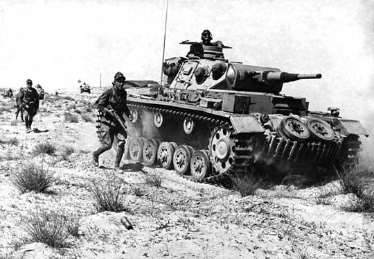 Wszystkie Pzkpfw III które trafiły do Afryki Północnej były uzbrojone w armatę kal. 50 mm. Do drugiej bitwy pod El Alamein był to podstawowy czołg niemieckich wojsk w Afryce Północnej.