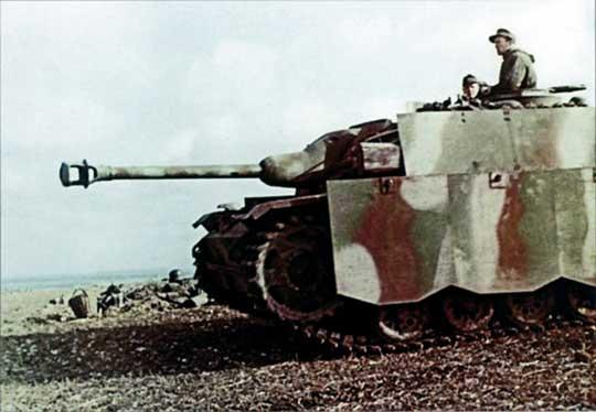 Działo pancerne Sturmgeschutz III Ausf. G nad Odrą. Kadr z niemieckiego filmu propagandowego.