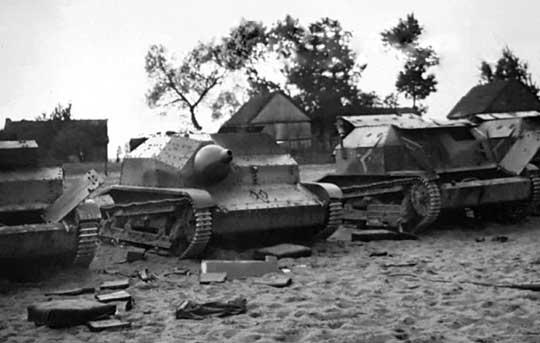 Nieznane składowisko polskiego sprzętu. Na czołgach TK-3 charakterystyczne, choć nierozpoznane do dziś logo dywizjonu/batalionu pancernego.