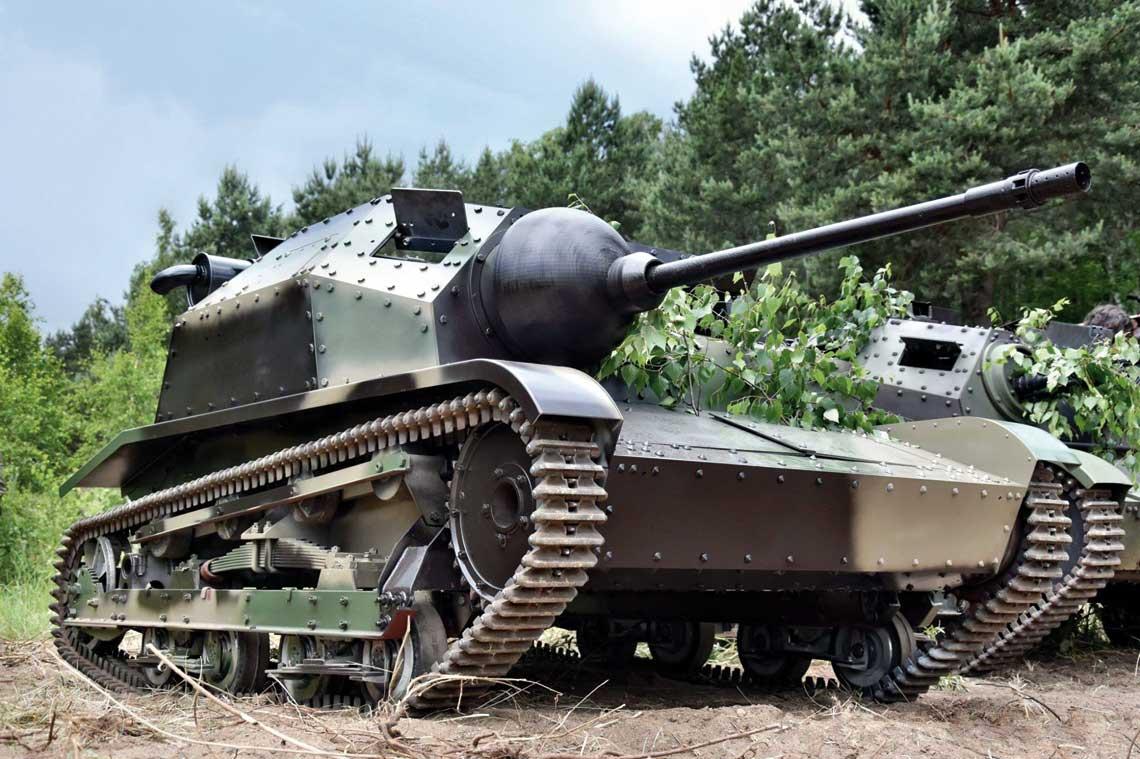 Dzięki powstałej niedawno replice czołgu TKS z nkm możemy dziś podziwiać najbardziej zaawansowaną wersję polskiego czołgu rozpoznawczego w trakcie rozmaitych rekonstrukcji historycznych.