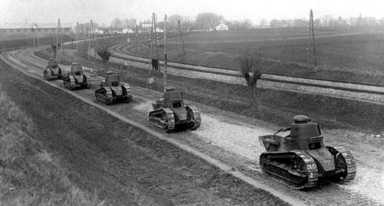 Czołgi Renault FT w czasie ćwiczenia 1. batalionu pancernego z Poznania. Listopad 1927 r. Wśród wozów widać kilka zbudowanych w Centralnych Warsztatach Samochodowych.