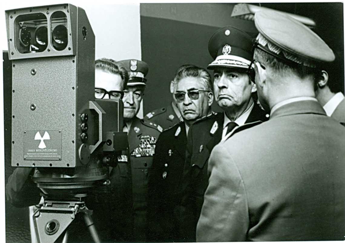 Prezentacja modelu użytkowego artyleryjskiego dalmierza laserowego, późniejszego Portlanda, dla delegacji rządowej Peru, 1973 r.