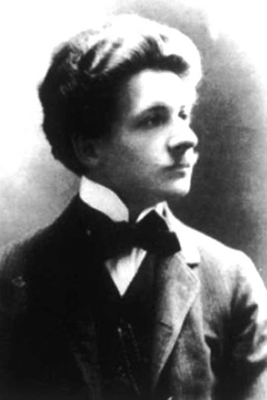 W 1906 r. Bolesław Wieniawa-Długoszowski ukończył z wyróżnieniem studia na wydziale lekarskim Uniwersytetu Jana Kazimierza we Lwowie, uzyskując dyplom doktora wszechnauk lekarskich.