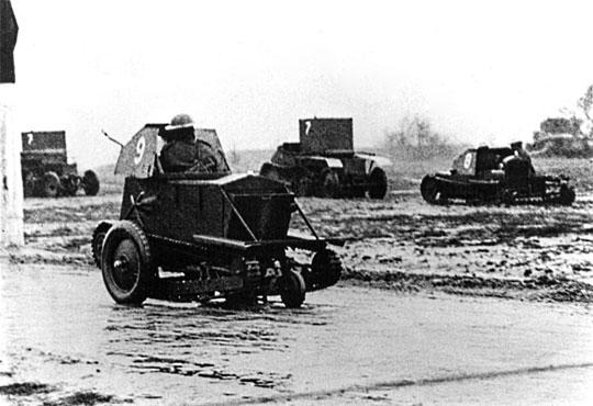Tankietka Carden-Loyd Mk III, stanowiąca rozwinięcie modelu Mk II z dodatkowymi opuszczanymi kołami, jak w modelu Mk I* (zbudowano 1 egzemplarz).