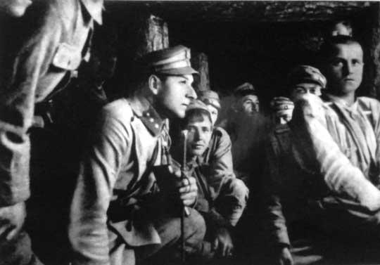Jesienią 1914 r. został dowódcą plutonu w 1. szwadronie 1. Pułku Ułanów Legionów Polskich.