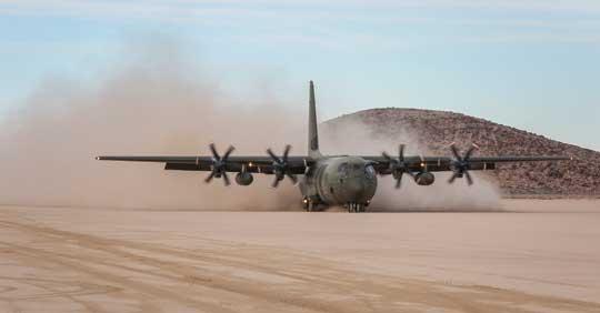 """Brytyjski C-130J Hercules przybywa do Stanów Zjednoczonych na międzynarodowe ćwiczenie lotnicze """"Red Flag"""" w bieżącym roku. Fot. RAAF"""