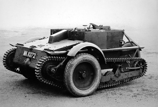 Carden-Loyd Mk IV – dwuosobowa tankietka powstała z rozwinięcia poprzednich modeli, pozbawiona dachu i wieży, z czterema kołami jezdnymi po każdej stronie i dodatkowymi opuszczanymi kołami.