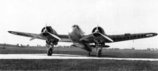 Z Beauforta w Beaufighterze wykorzystano tylną część kadłuba wraz z usterzeniem, skrzydła, które wzmocniono, oraz podwozie. Prototyp nowego samolotu myśliwskiego oblatano 17 lipca 1939 r.