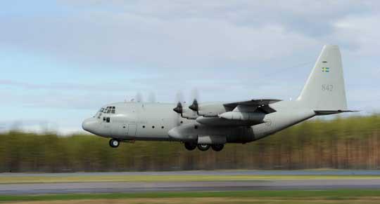 Szwedzki C-130H Hercules przystosowany do tankowania w powietrzu. Kraj ten był pierwszym użytkownikiem samolotów tego typu w Europie. Fot. Siły Powietrzne Szwecji