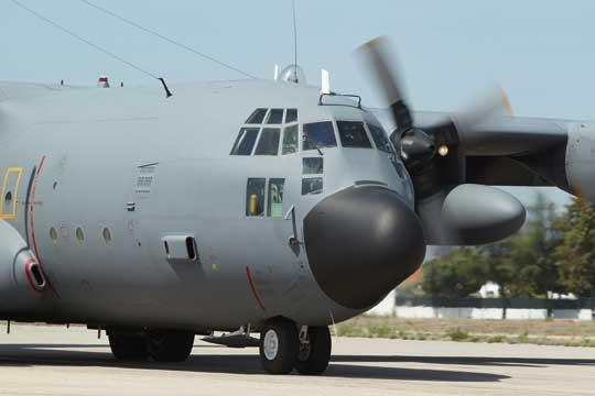 Portugalski samolot transportowy C-130 Hercules. Na szczycie kadłuba widoczna kopułka nawigacyjna i obserwacyjna tzw. astro dome. Fot. Siły Powietrzne Portugalii