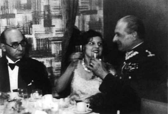 Bolesław podczas spotkania z Zulą Pogorzelską i Antonim Słonimskim.