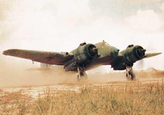 W Fighter Command samoloty Beaufighter miały służyć jako nocne myśliwce, natomiast w Coastal Command jako samoloty myśliwskie dalekiego zasięgu. Nazdjęciu myśliwiec Beaufighter IC Dowództwa Lotnictwa Obrony Wybrzeża, Afryka Północna, 1942 r.