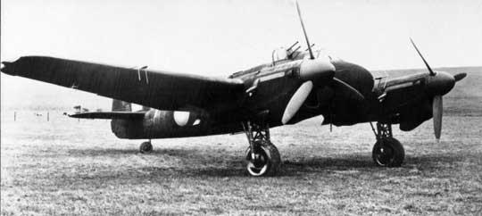 Prototypowy samolot myśliwski Bristol Beaufighter V wyposażony w obrotową wieżyczkę z czterema karabinami maszynowymi 7,69 mm.