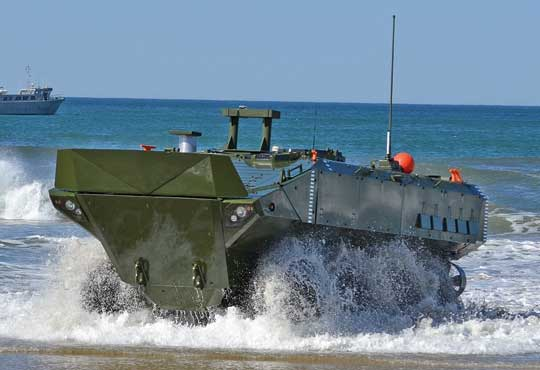 Może również sięgnąć po zwycięzcę programu ACV – wykorzystanie amfibii BAE Systems jako bazy pozwoliłoby na unifikację floty pojazdów kołowych Marines.