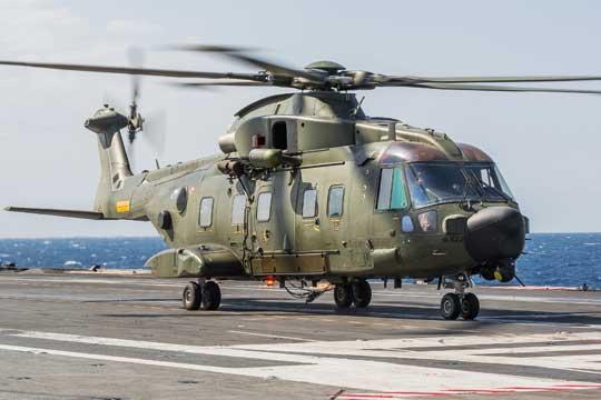 W 2001 r. Dania podjęła decyzję o zakupie 14 śmigłowców wielozadaniowych AW101, w tym osiem do zadań poszukiwawczo-ratowniczych i sześć do transportu taktycznego. Ich dostawa została zakończona w 2007 r.