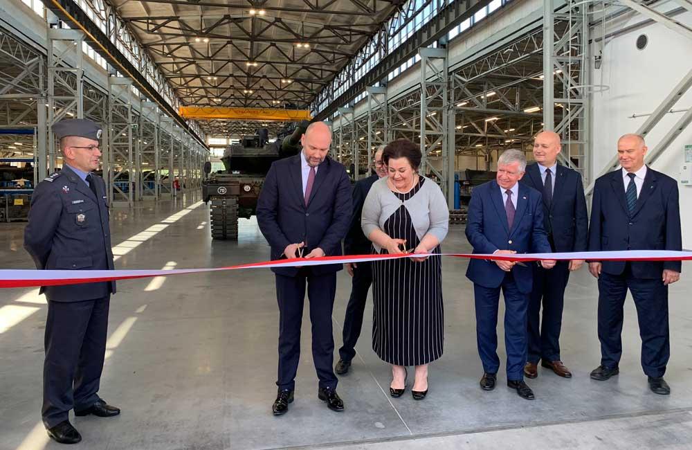 Pierwsze w Polsce Centrum Serwisowo-Logistyczne czołgów Leopard będzie funkcjonowało w należących do Grupy PGZ Wojskowych Zakładach Motoryzacyjnych S.A. Centrum będzie przeznaczone do zabezpieczenia potrzeb Sił Zbrojnych RP (SZ RP) we wszystkich obszarach niezbędnych do utrzymywania w pełnej sprawności technicznej czołgów Leopard 2A5.