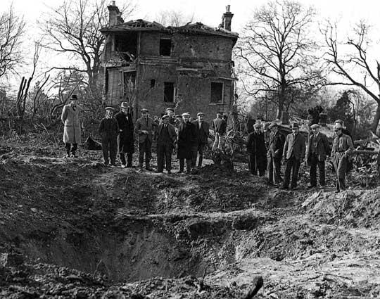 Pierwsze uderzenie samolotami-pociskami V-1 wykonano w nocy z 13 na 14 czerwca 1944 r., odpalając dziesięć V-1 w kierunku Londynu, z czego tylko cztery dotarły do Wysp Brytyjskich.