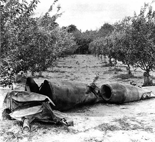 Zwalczanie V-1 polegało na niszczeniu wyrzutni samolotów-pocisków, zestrzeliwaniu lub wytrącaniu z lotu przez myśliwce, zestrzeliwaniu przez artylerię przeciwlotniczą oraz stosowaniu zapór balonowych.