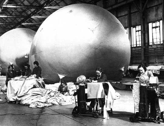 Ostatnią linię obrony przed atakami niemieckich samolotów-pocisków V-1 w systemie Obrony Powietrznej Wielkiej Brytanii stanowiły zapory balonowe.