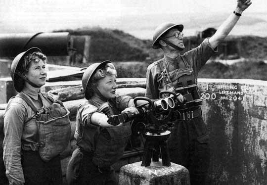 """Przygotowując się do odparcia niemieckiego uderzenia """"odwetowego"""" Brytyjczycy zwiększyli m.in. liczbę posterunków obserwacyjnych w systemie wzrokowego wykrywania i powiadamiania."""