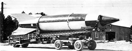 Pierwsza całkowicie udana próba niemieckiego rakietowego pocisku balistycznego V-2 miała miejsce 3 października 1942 r. (start ze stołu startowego, naprowadzanie programowane, żyroskopowe).