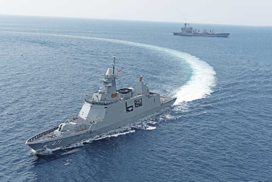 """Fregata Bhumibol Adulyadej zakończyła pobieranie paliwa zzaopatrzeniowca USNS Guadalupe (T-AO-200) typu Henry J.Kaiser wramach ćwiczeń """"Guardian Sea 2019"""". Zbudowany wRepublice Korei okręt jest kolejnym dowodem na coraz silniejszą pozycję tego państwa na międzynarodowym rynku uzbrojenia morskiego."""