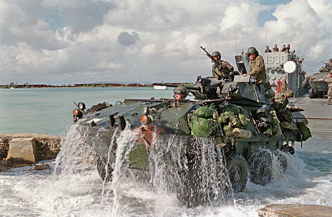 Pojazdy rodziny LAV-25 służą amerykańskim Marines od 1983 r. Stanowią wyposażenie batalionów rozpoznawczych, tzw. LAR.