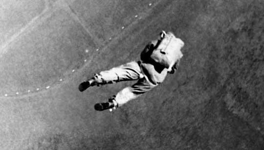 Rozbudowa spadochronowych struktur LOPP miała nie tylko zachęcić młodzież do sportu spadochronowego, ale również zapewnić podstawy szkolenia dla przyszłych skoczków wojskowych.