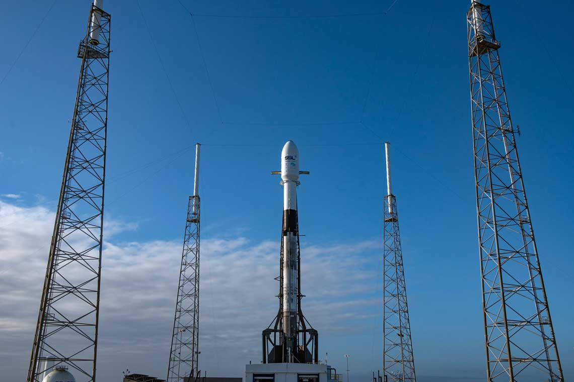 Rakieta Falcon 9 firmy SpaceX zizraelską sondą księżycową wgotowości  do startu.
