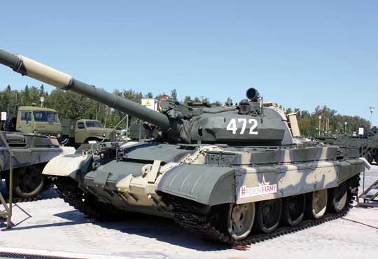 Seryjny czołg średni T-62M.