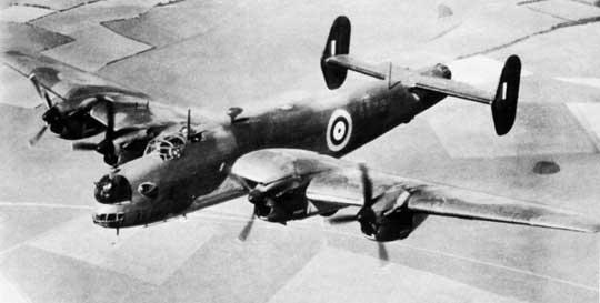 Drugi prototyp ciężkiego bombowca Halifax (L7245) oblatano 17 sierpnia 1940 r., a pierwszy egzemplarz seryjny – 11 października tego samego roku. Prototyp miał zabudowane uzbrojenie strzeleckie.