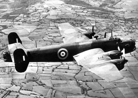 Uzbrojenie obronne składało się z 6 karabinów maszynowych kal. 7,7 mm, w tym dwa w wieżyczce nosowej Boulton Paul Type C oraz cztery w ogonowej Type E. Podobnie uzbrojono 50 bombowców Halifax B Mk I Series 1.