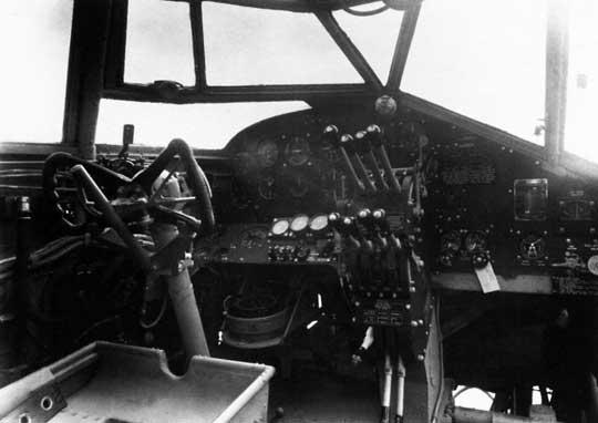Załoga bombowca Halifax zazwyczaj składała się z siedmiu osób: dwóch pilotów, mechanik pokładowy, nawigator-bombardier, radiooperator, strzelec górny i strzelec ogonowy.