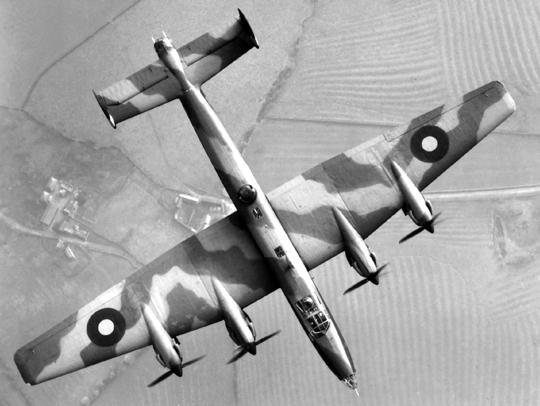 Charakterystyczny obrys płata Halifaxa B Mk II, znany dobrze z pierwszej generacji samolotów bombowych tego typu. Bombowce z silnikami Bristol Hercules miały zaokrąglone końcówki, co zwiększyło rozpiętość.