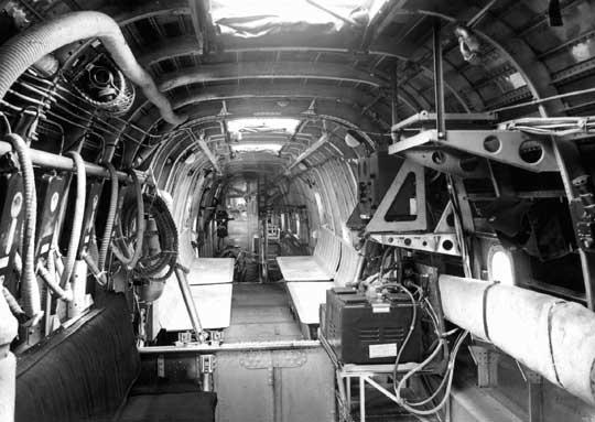 Wersja transportowo-desantowa Halifax A Mk IX służyła do przewozu 12-16 spadochroniarzy z wyposażeniem osobistym. Po wojnie zbudowano 145 samolotów tego typu.