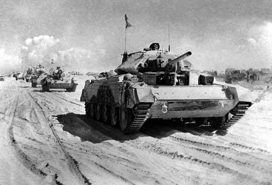 Kolumna czołgów szybkich Crusader II uzbrojonych w armatę 40 mm, w jakie wyposażano brygady pancerne brytyjskich dywizji pancernych.