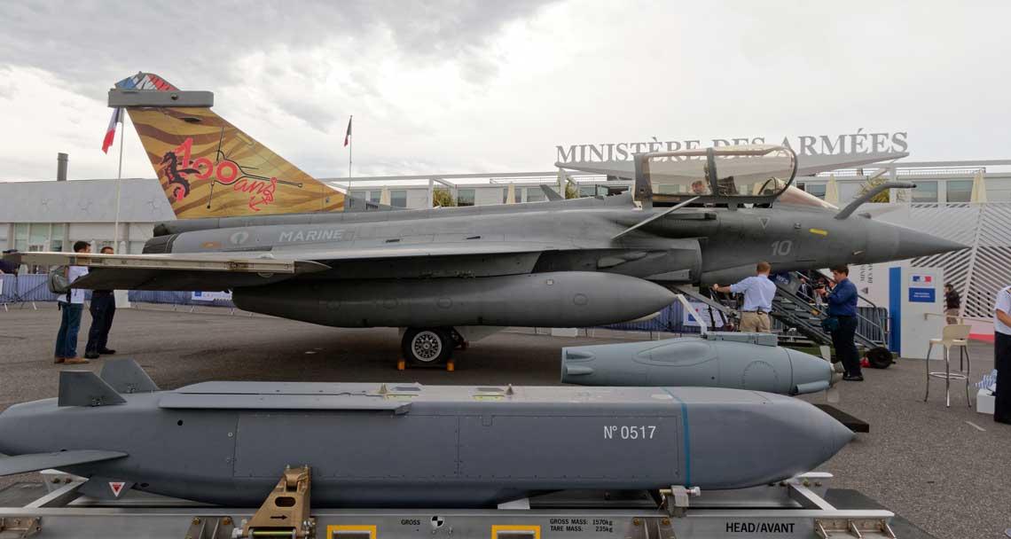 Bez kilku Dassault Rafale paryski salon lotniczy byłby nieważny – tegoroczna edycja zgromadziła cztery samoloty tego typu – jeden wykonywał pokaz w locie, a trzy inne zostały zaprezentowane na wystawie statycznej z pełnym asortymentem uzbrojenia i wyposażenia specjalnego.