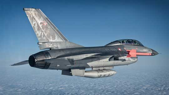 Wybór F-16 przez Belgię, Danię, Holandię i Norwegię oznaczał także uruchomienie licencyjnej produkcji. W tym celu powołano konsorcjum europejskich producentów lotniczych. Na zdjęciu: F-16B MLU duńskiego lotnictwa wojskowego.