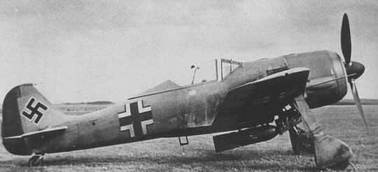 Fw 190 V9 A-0/U4 był prototypem wersji myśliwsko bombowych Fw 190.