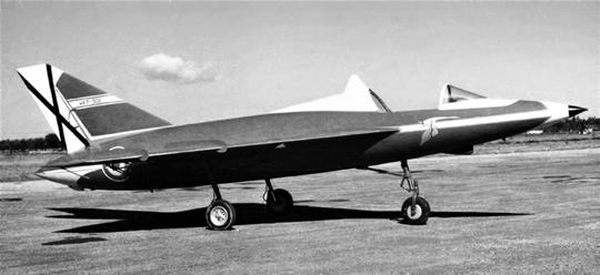 Szybowiec HA-300P (23P) na lotnisku San Pablo koło Sewilli; lato 1959 r. Na stateczniku pionowym oznaczenie namalowano w postaci HA.P-300. Pod kabiną godło firmy HASA – lecący bocian.