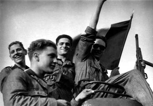 Młodzi włosi –ochotnicy do nowej armii Mussoliniego, która powstała do dalszej walki u boku niemieckiego sojusznika, nawet na odległym froncie wschodnim.