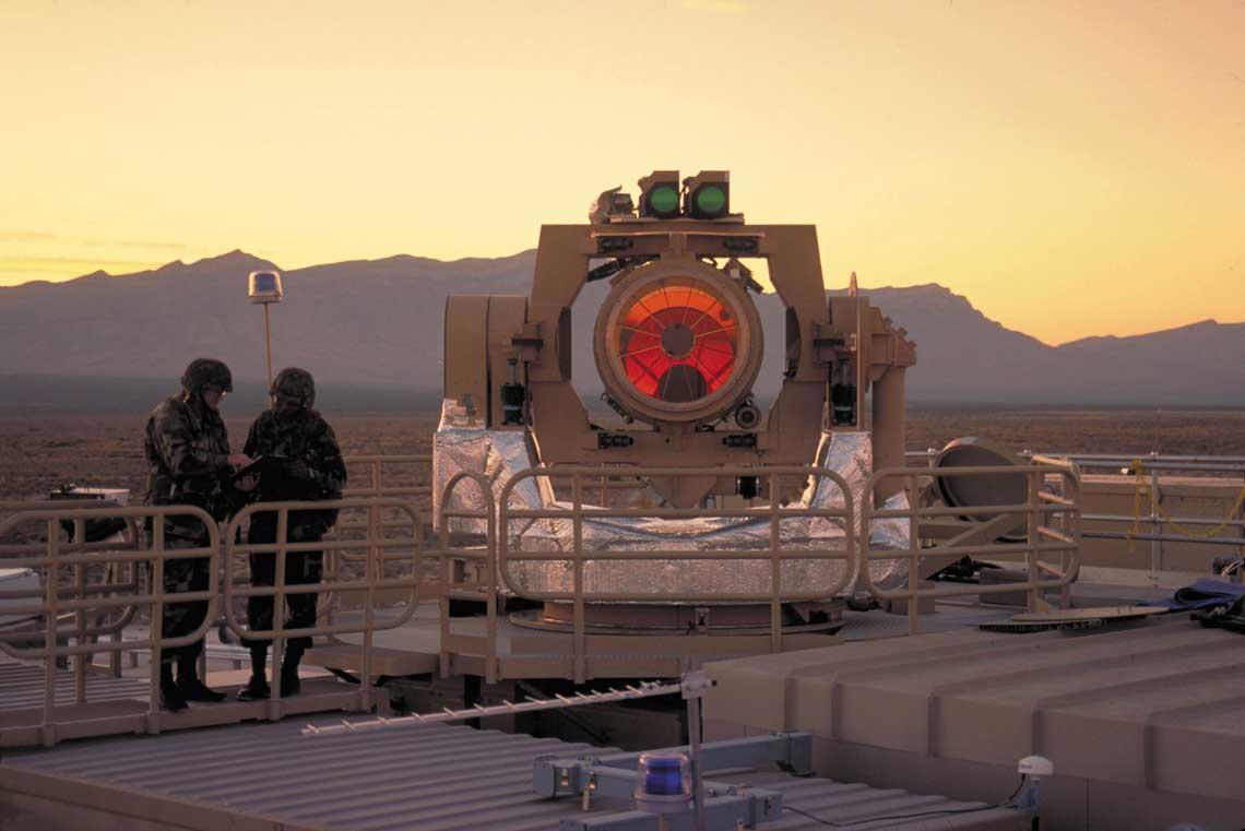 System laserowy  Northrop Grumman THEL (Tactical High Energy) może zwalczać wiele artyleryjskich pocisków  rakietowych odpalonych w jednej salwie.