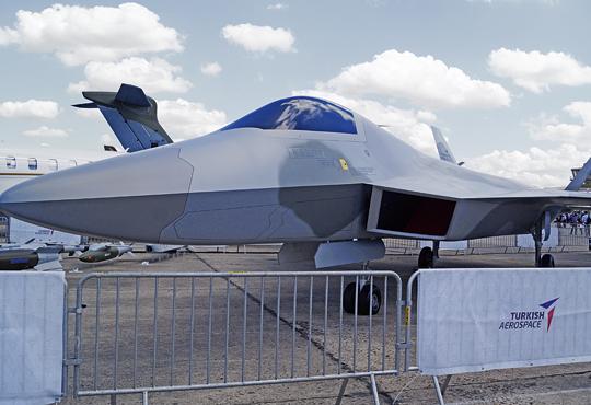 Turecki TF-X miał według planów uzupełniać F-35 Lightning II. Dziś otwarte pozostaje pytanie, czy zawirowania polityczne wrelacjach Turcji ze Stanami Zjednoczonymi nie spowodują wstrzymania bądź opóźnienia programu.