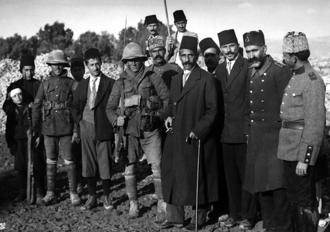 Wojska osmańskie w Palestynie kapitulują przed Brytyjczykami. Oznacza to kres porządku panującego naBliskim wschodzie od 1517 roku i początek walk ogranice i zasady współistnienia.