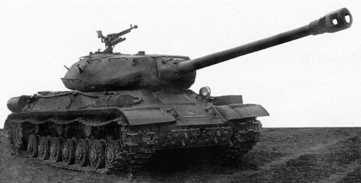 Zmodernizowany czołg ciężki IS-4M.