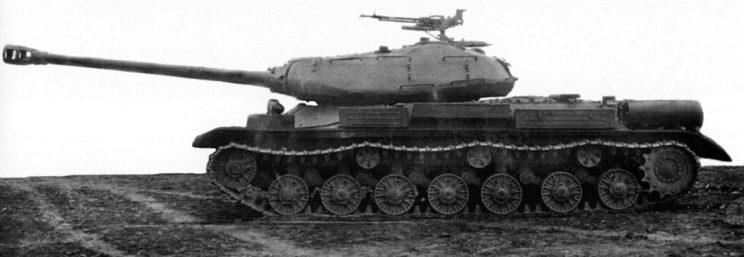 Zmodernizowany IS-4M w widoku z boku.