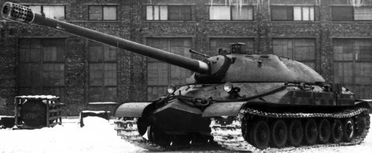 Zasadniczym uzbrojeniem czołgu IS-7 była armata S-70 kalibru 130 mm.